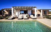 un casa de lujo con piscina en formentera
